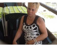 Signora 65 anni vedova bella presenza